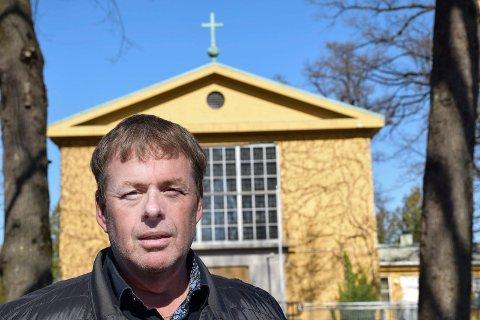SJEF: Leder for gravplassforvaltningen, Edgard Budeng Larsen, vil heretter se på hva som kan gjøres for å forhindre flere tyverier.
