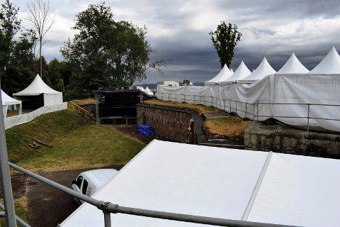 TRUENDE SKYER: Ifølge statsmeteorolog Kristen Gislefoss gjør man lurt i å pakke med seg en regnjakke til festivalens andre dag – dette til tross for hva Yr.no lover. (Arkivfoto)