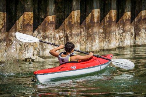 PADLING: Barna som får tilbringe en uke på RS Noatun får blant annet muligheten til å lære seg å padle.
