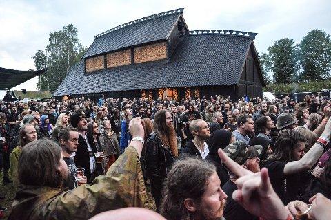 STORT: Festivalen har åpnet mange dører ute på Midgard. For tusenvis av folk, fra alle verdenshjørner, er den et høydepunkt hvert år.