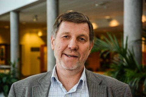 I TENKEBOKSEN: Oppvekstsjef Jan Einar Bruun vil i løpet av de nærmeste dagene vurdere om det skal kuttes i foreldres SFO- og barnehageregninger.