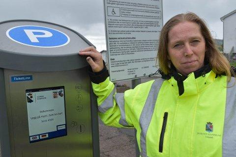 GRATIS PARKERING: Driftsleder i parkeringstjenesten i Horten kommune, Anne-Kathrine Skaugvold, har ikke nøyaktige målinger som viser antall biler som parkerte på kommunens plasser i desember.