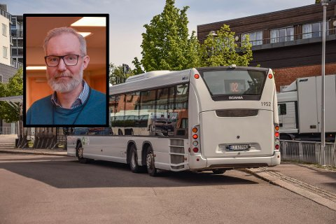 PÅ MED DET: Tenkt deg en tur til Tønsberg? Ta munnbindet på allerede når du setter deg på bussen. Det er kommuneoverlege Niels Kirkus' (innfelt) klare anbefaling.