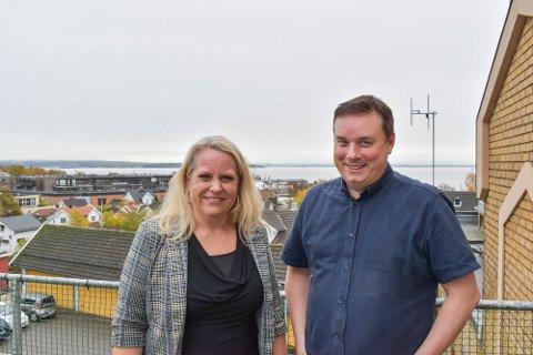 GRATIS HJELP: – Vi følte at det var vår måte å bidra i dugnaden på, forteller daglig leder hos AGS IT-Partner Anne Karine Børnick. Her sammen med avdelingsleder Alexander Renberg.