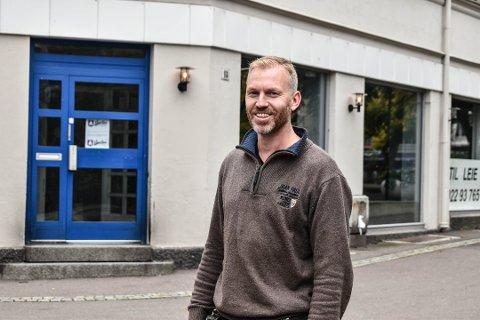 KLAR FOR SALG: Gårdeier Thomas Solberg forteller at Apotekergata 18 har vekt stor interesse.