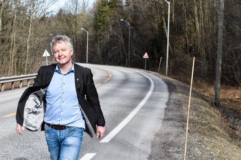 FORNØYD: Nå er det klart at prosjektet med gang og sykkelvei fra Vikveien til Nykirke kan realiseres, forteller ordfører Are Karlsen.