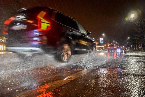 VIND OG VÅTT: Vakthavende meteorolog Martin Granerød melder at regnet kommer onsdag kveld.