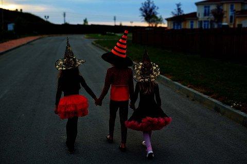 ALTERNATIVER: Ifølge FHI er det fint å finne andre måter å feire halloween på enn den tradisjonelle knask eller knep-runden ute i nabolaget.