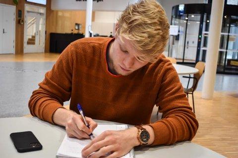 PUGGER FORTSATT: Det blir ikke eksamen i spansk på Maksimilian Melø. Det er ikke bare en fordel, mener han selv.