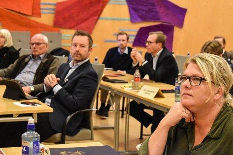MYE Å GJØRE: Under et møte i kommunestyret har gruppelederne for de to klart største partiene, Arbeiderpartiet ved Christina Bratli og Høyre ved Niklas Cederby, mye å svare for. Men de topper ikke lista over antall innlegg.