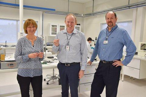 SENSOCURE: Fra venstre: leder for produktutvikling Berit Brosvik, daglig leder Trond Herje og teknisk direktør og styreleder Stein Ivar Hansen.