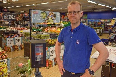 ET RART ÅR: Butikksjef på Rema 1000 Lystlunden, Bjørnar Heimdal, forteller at veksten i butikken i 2020 kommer med en bismak.