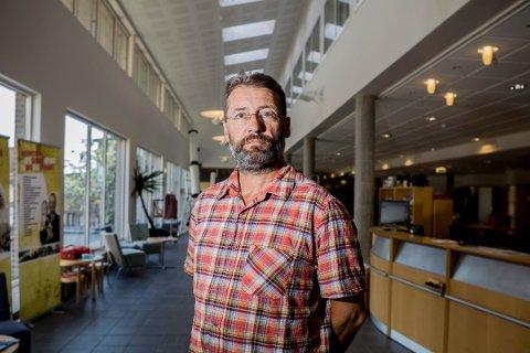 LETER VIDERE: – Vi er opptatt av å få på plass en god leder for personalet og en feilfri tallbehandler med glimt i øyet, sier kommunalsjef Helge Skatvedt.