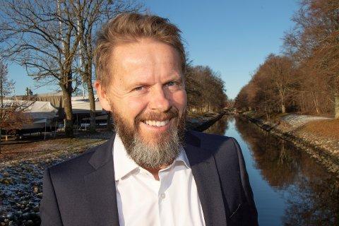 HYGGELIG Å BIDRA: Ansvarlig redaktør, Torgeir Lorentzen, syns det er hyggelig at Gjengangeren kan bidra med økonomisk støtte til gode tiltak.