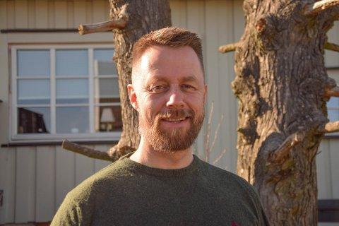 TETT TIMEPLAN: Geir Aker – bedre kjent som «Fenriken» fra TV-serien Kompani Lauritzen – har mange jern i ilden og en haug ulike roller, verv og oppgaver. Nå har han påtatt seg enda en.