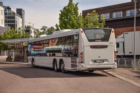 FORAN: Nå er det igjen tillatt å entre bussen foran, men ikke på alle ruter. Du kan også kjøpe billett om bord – så lenge du ikke bruker kontanter.
