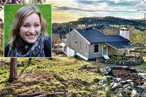 SOMMER I HORTEN: Inga Marte Thorkildsen var ikke helt på kjøper'n før hun så hytta med utsikt mot Borrevannet. Nå er familien som nyforelsket i stedet, sier hun.