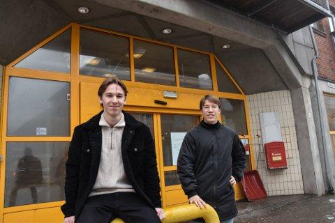 I FULL GANG: Brødrene Magnus og Jonas Eskelund står bak den nye dagligvarebutikken i Horten sentrum.
