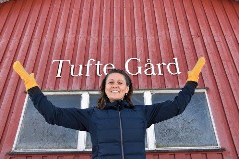 TAKKNEMLIG: Aina Tufte er både takknemlig og rørt over alle bidragene hun har fått til prosjektet på Tufte Gård.