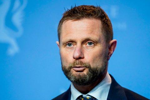 FORLENGE: Bent Høie og regjeringen forlenger de nasjonale tiltakene.