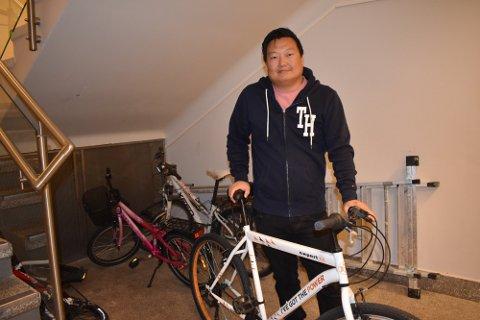 BETYR MYE FOR MANGE: Kim Eliassen er en av dem som har sørget for at flere unge får muligheten til å lære seg å sykle.