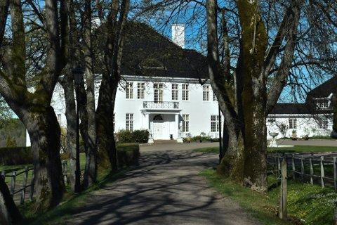 SOLGT: Semb Hovedgård hadde en prisantydning på 95 millioner kroner. Endelig salgssum er ikke kjent.