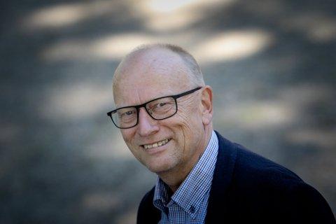IRRITERT: Kommunedirektør Ivar Nævra fronter aksjonen på vegne av fastboende og hyttefolket på Helland.