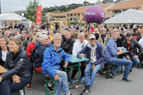 Mange møtte opp da Blink Classics ble arrangert i Ålgård sentrum 31. juli. Arrangørene planlegger at også neste års Blinkfestival skal starte på Ålgård.