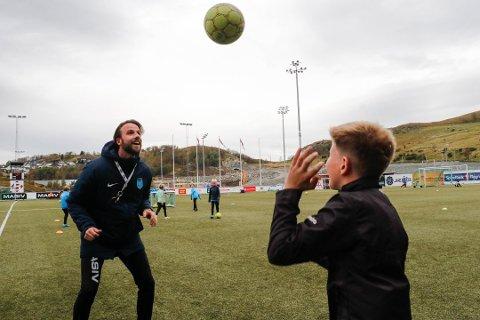 I Ålgård FK har FFO blitt svært populært blant de yngre, her illustrert med A–lagsspiller Arne–Amar Kotlica og Aksel Olausson Tveit.