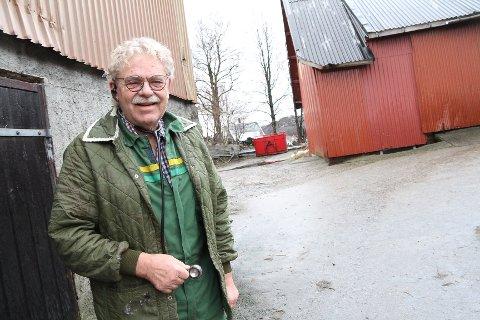 Freddie Helgesen holder fortsatt koken som veterinær i Gjesdal. Nå har han gitt ut en bok som beskriver den tøffe tiden da han mistet veterinærlisensen.