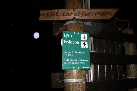 I vinter kan folk som vil benytte seg av løypenettet eller akebakken i Brekko selv skru på lyset.