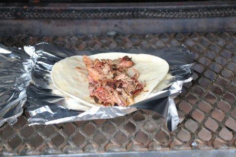 Wraps med svinekjøtt sto på menyen.