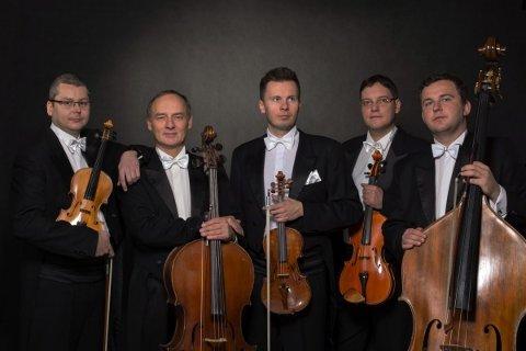 Denne kvintetten blir å høre i Ålgård kirke på søndag.