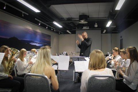 Dirigent Espen Heimreid Westbye leder Oltedal brass band.