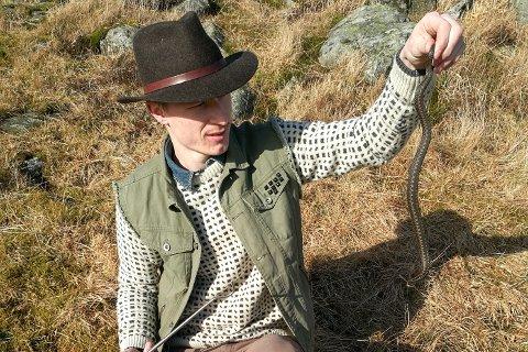 Kristoffer Espeland gjorde årets første hoggorm-observasjon på Risfjellet søndag 26. februar.