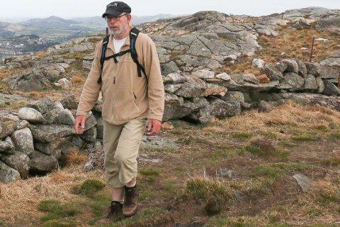 Henry Tendenes i Jæren friluftsråd mener økt besøk i Brekko er null problem, men ber besøkende til Mån utvise disiplin. Her er turglade Tendenes på tur fra Neseskogen til Skårland.