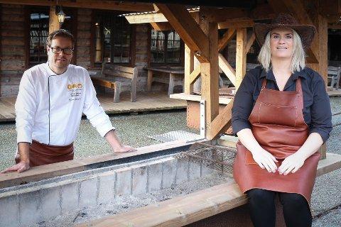 Tor Egil Bakken og Solfrid Sivertsen, Gjesdal Catering og Westernbyen, er klare for å åpne spisestedet Eat and more på Norwegian Outlet.