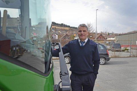 Tormod Bjørsvik sier han ofte kan kjenne litt på ansvaret det er å frakte passasjerer. Det var en av flere ting han måtte venne seg til i nytt yrke.
