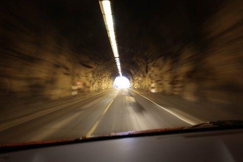 Nå er Røyrdalstunnelen stengt på nattestid. Det betyr at reisende må kjøre om Gloppedalen.
