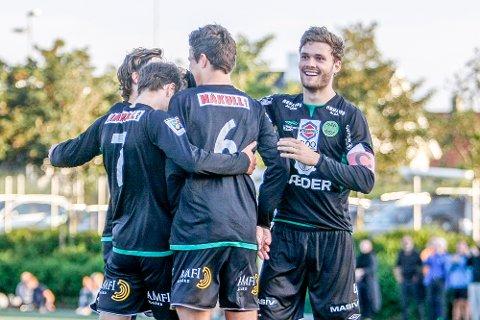 Rogvi Baldvinsson var på plass i startoppstillingen mot Sandnes Ulf mandag kveld. Her jubler han for Kristian Novaks 1-2-scoring.