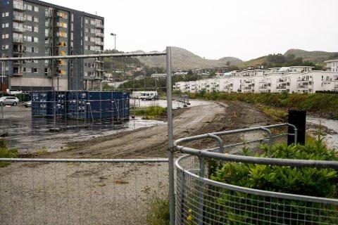 Gangveien mellom Figgjoelva og Ålgård sentrum er stengt mens det pågår flomsikring av elva.
