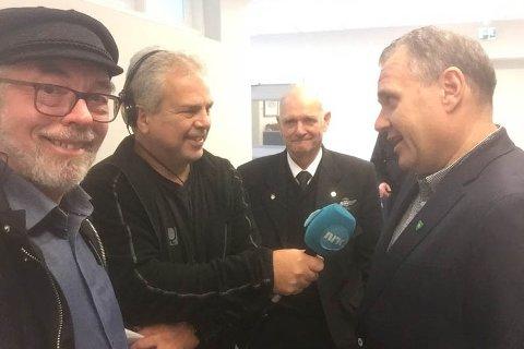 Varaordfører Henry Tendenes (H) var fornøyd med vedtaket. Til høyre for Tendenes intervjues Forsand-ordfører Bjarte Sveinsvoll Dagestad av NRK. Det er god grunn til å tro at også han er fornøyd med utfallet av møtet.