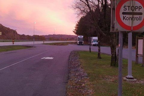 Vegvesenet vil i en periode framover holde kjøretøykontroller på Søyland. Mandag holdt de sin første.