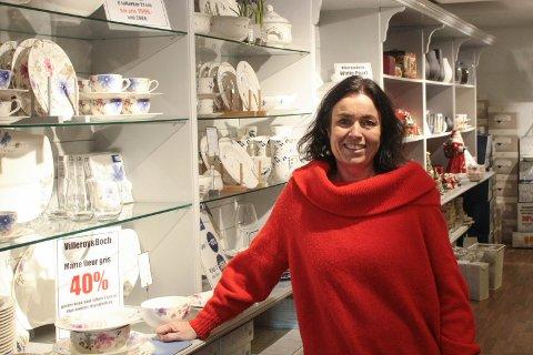 Grete Hølestøl anslår at julehandelen totalt står for et sted mellom 60 og 70 prosent av den totale omsetningen hos Steintøykjelleren.