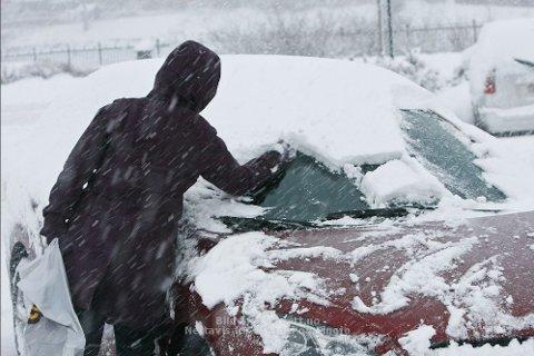 Meteorologisk institutt venter mye snø de neste timene, og har sendt ut gult farevarsel for Rogaland og Agder fylke fra fredag morgen til lørdag ettermiddag (arkivfoto).