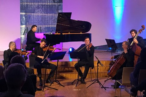 Dawid Kwiatkowski (fiolin), Michal Marcinkowski (fiolin), Filip Wronizeski (bratsj), Jan Bialkowski (cello) og Blazej Babij (kontrabass) imponerte i Ålgård kirke.