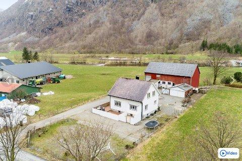 I 2012 ble Frafjordgarden 90 solgt for 2,1 millioner over prisantydning. Nå er huset nok en gang til salgs (foto: Haga foto).