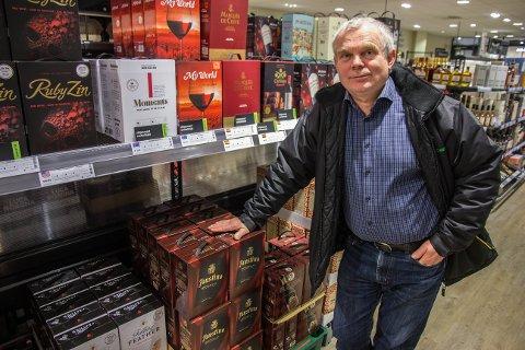 - Det finst heiderleg kartongvin, men eg har aldri kjøpt kartongvin, nokon gong, seier vinekspert Nils Nærland. Han har likevel latt seg lokke til å anbefale nokre kartongvinar.