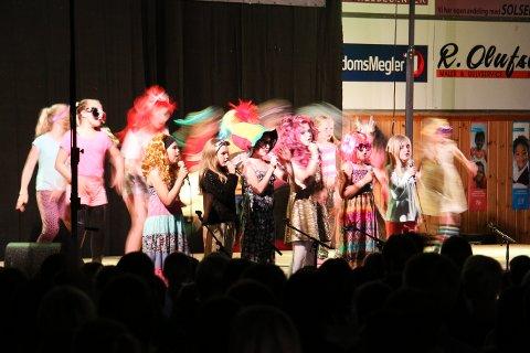 Solås-elevene framførte ulike innslag på scenen i Gjesdalhallen torsdag kveld.