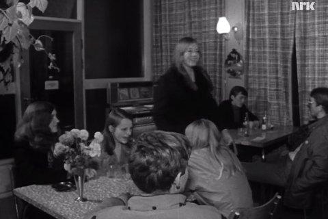 Dokumentaren «Aldri uten en tråd» er melloma annan innom kafeen der ungdommane på Ålgård  møttest.